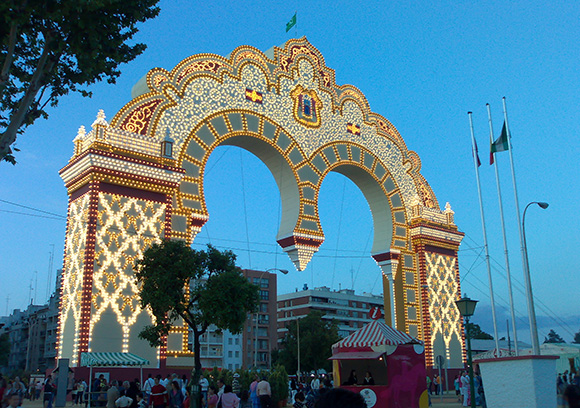 Disfruta de la Feria de Abril viajando en Autobús a Sevilla