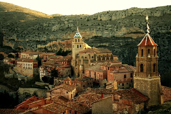 Disfruta de un viaje en autobús a Albarracín