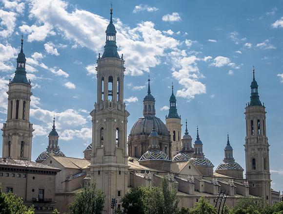 Disfruta de un viaje barato en autobús a Zaragoza