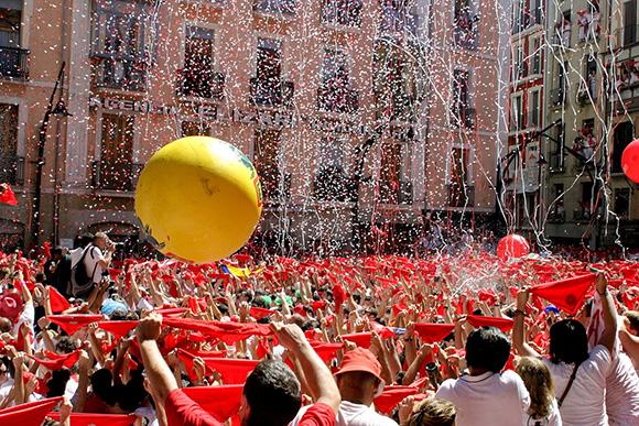 Disfruta de San Fermín viajando en autobús a Pamplona