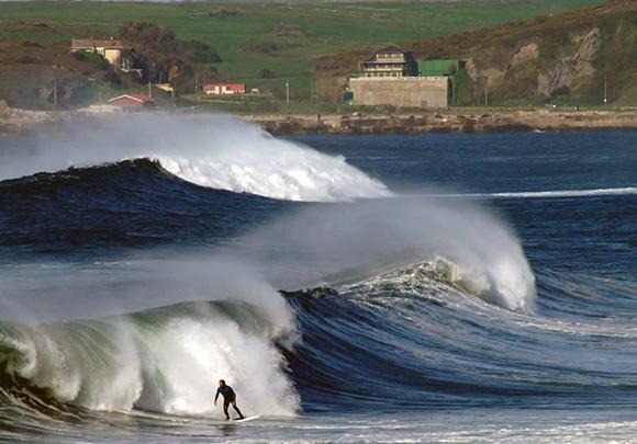 Mejores playas de Asturias para hacer surf