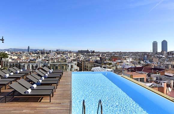 Disfruta de los mejores hoteles con piscina viajando en autobús
