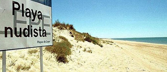 Disfruta de estas playas nudistas haciendo un viaje en autobús