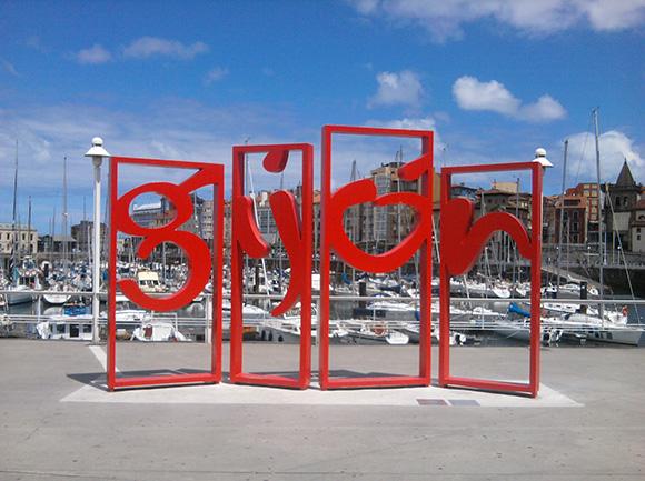 Disfruta de las vacaciones con un viaje barato en autobús a Gijón