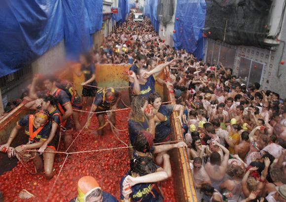 Disfruta de las fiestas más originales de España viajando en autobús
