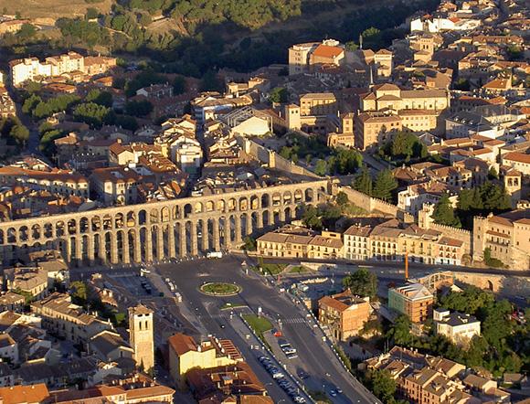 Aprovecha el verano para conocer Segovia con un viaje barato en autobús