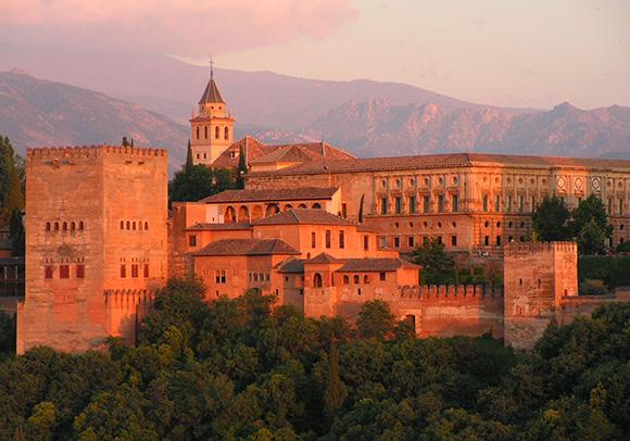 Este verano conoce Granada con un viaje barato en autobús
