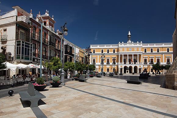 Disfruta de Badajoz haciendo un viaje barato en autobús