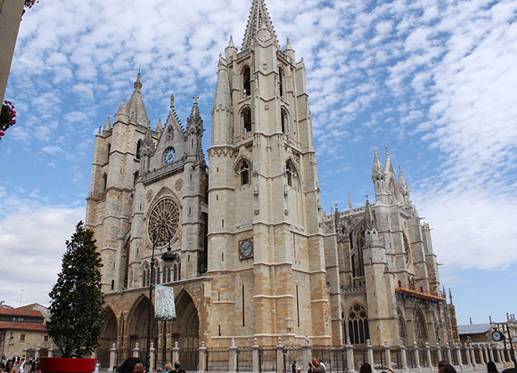 Prepara un viaje barato en AVE a León en agosto