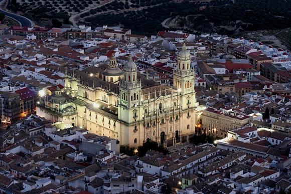 Descubre Jaén haciendo un viaje barato en autobús