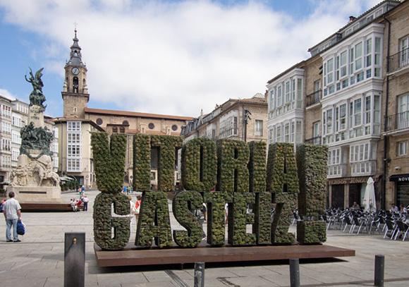 Este verano disfruta de un viaje barato en autobús a Vitoria