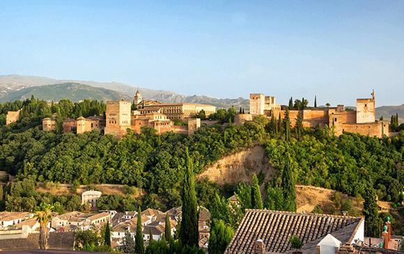 Disfruta haciendo una escapada barata en autobús a Granada