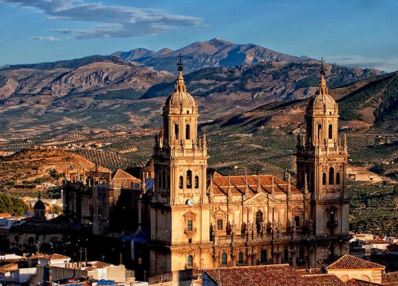 Aprovecha el mes de octubre para conocer Jaén con un viaje en autobús