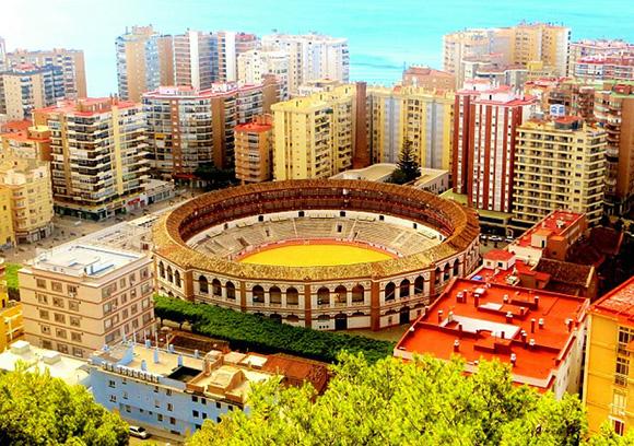 Conoce Málaga con un viaje barato en autobús