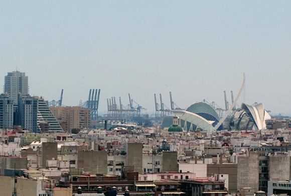 Prepara un viaje barato en autobús a la ciudad de Valencia