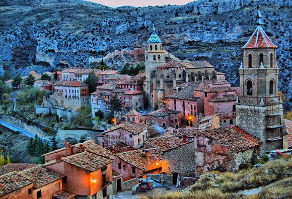 Disfruta de Albarracín en noviembre viajando en autobús