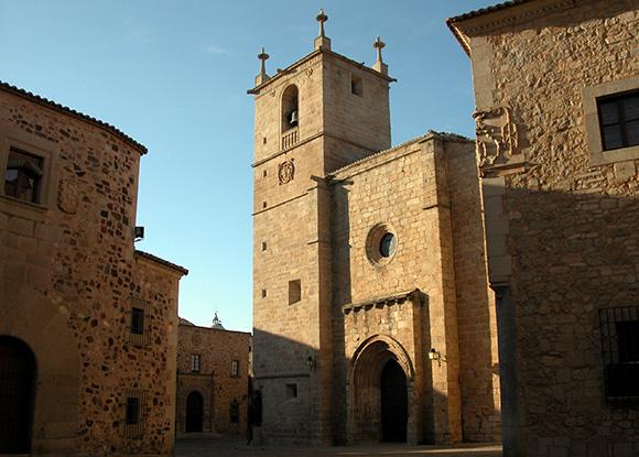 Prepara un viaje barato en autobús a Cáceres este mes de noviembre
