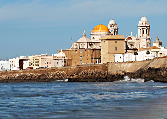 Conoce Cádiz con un viaje en autobús este mes de noviembre