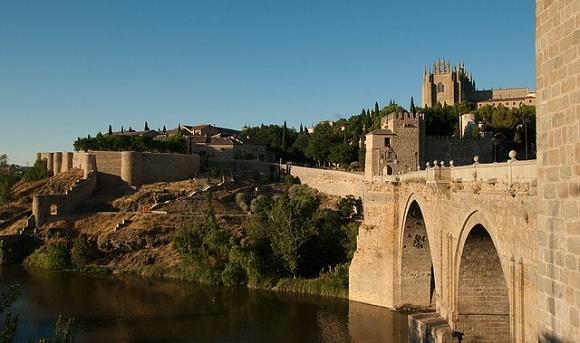 Quien visita Toledo siempre vuelve ¡y vuelve en autobús!