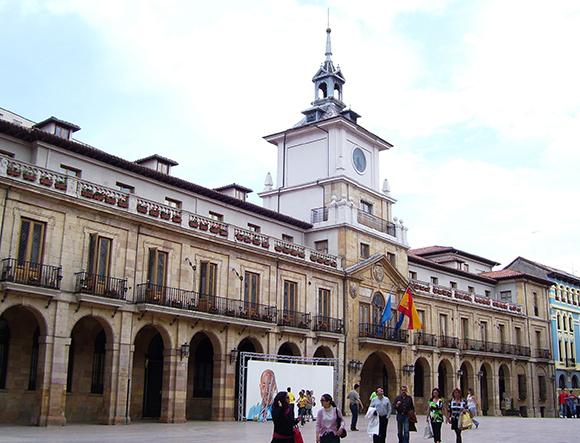 Conoce Oviedo este mes de diciembre con un viaje en autobús