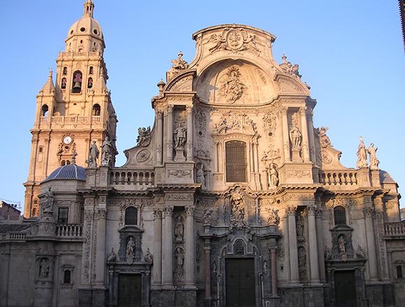 Esta Navidad aprovecha para conocer Murcia viajando en autobús