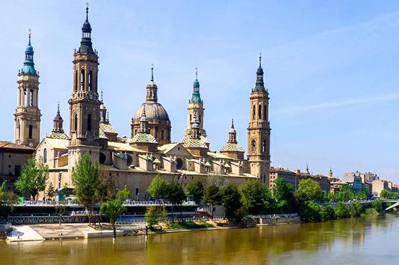 Disfruta de Zaragoza haciendo un viaje en autobús en diciembre