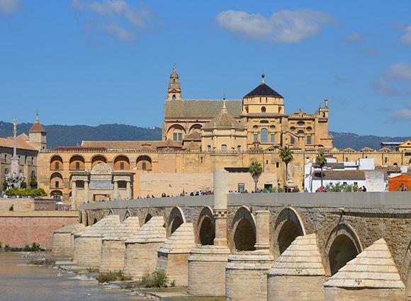 Disfruta conociendo Córdoba haciendo un viaje barato en autobús