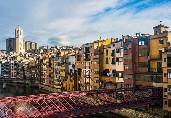 Disfruta de un viaje barato en autobús a Girona en Navidad