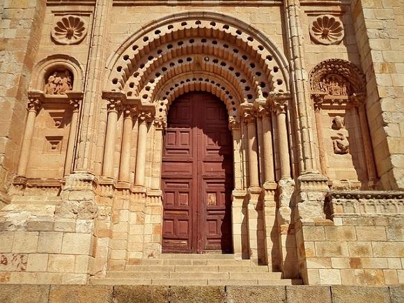 Los españoles viajamos a Castilla y León en autobuses económicos