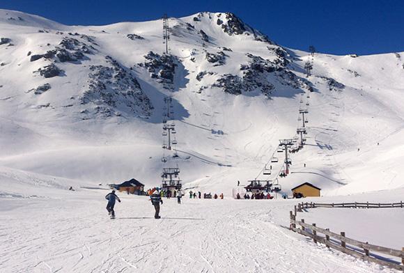 Disfruta este invierno del esquí viajando en autobús a Asturias