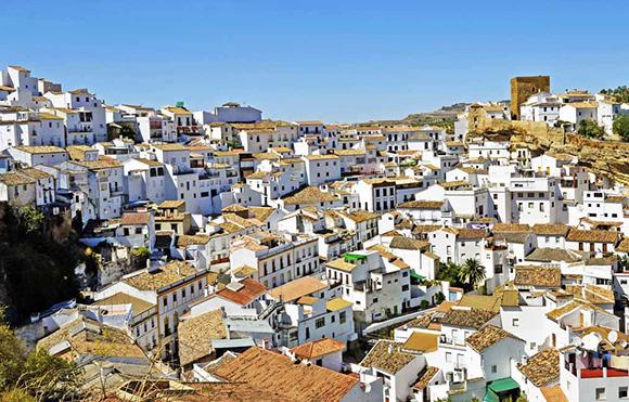 Conoce los típicos pueblos blancos de Cádiz viajando en autobús