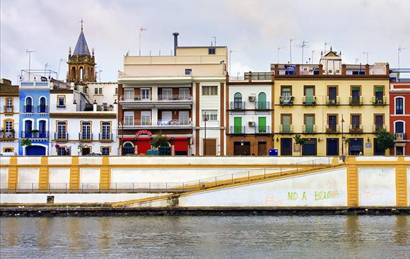 Disfruta de Sevilla haciendo un viaje barato en autobús
