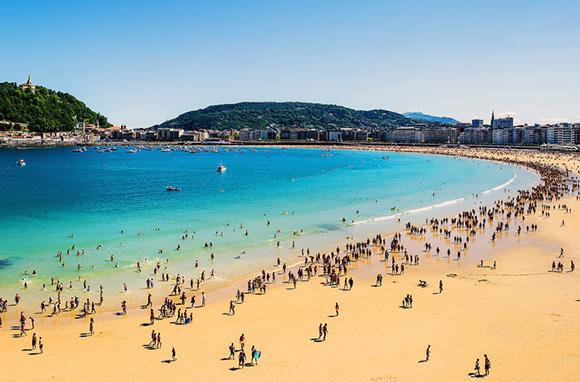 Disfruta de las mejores playas de España haciendo un viaje barato en autobús