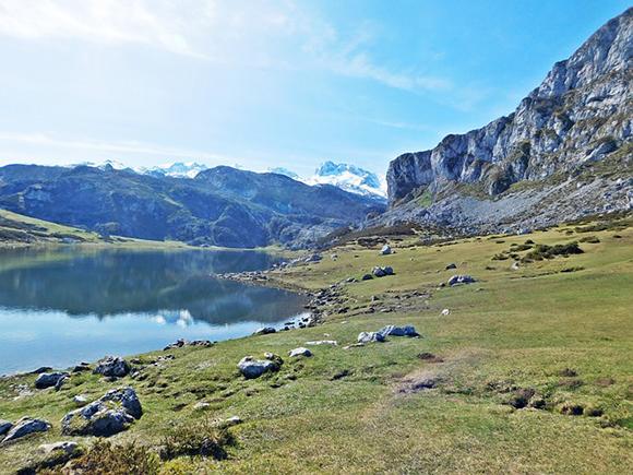 Conoce algunos de los lagos más bonitos de España viajando barato en autobús