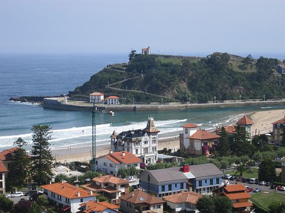 Viaja barato en autobús a alguno de estos destinos y alójate en sus hoteles con vistas al mar