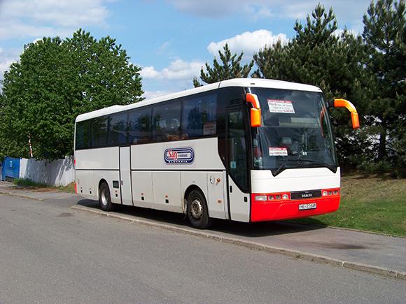 Viaja seguro en autobuses baratos utilizando el cinturón de seguridad