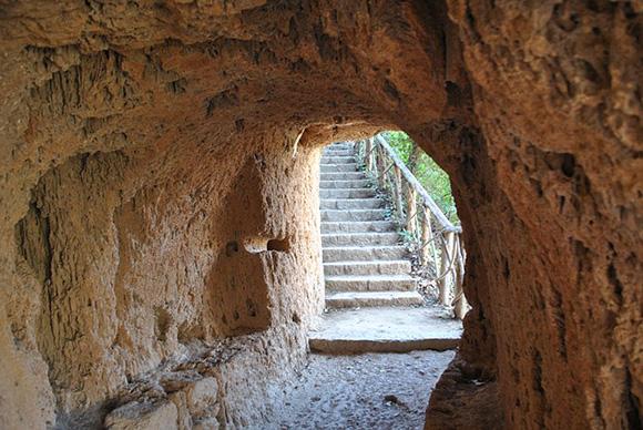 Viaja en autobús a conocer el Monasterio de Piedra, un bello enclave situado en plena naturaleza