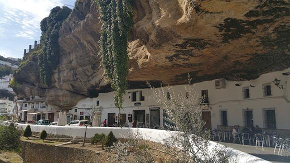 Viaja a Setenil de las Bodegas en autobuses baratos
