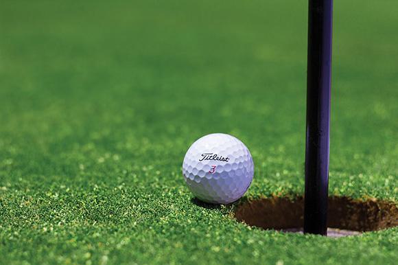 Haz un viaje en autobuses baratos para disfrutar de estos campos de golf públicos