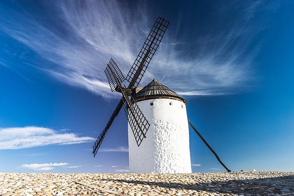 Ruta en autobuses baratos por los molinos de viento de La Mancha