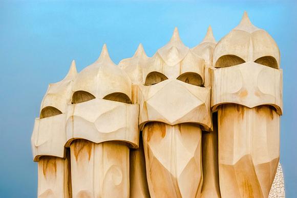 Ruta en autobuses baratos por las obras de Gaudí que se encuentran fuera de Cataluña