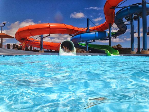 Viaja en autobuses baratos a los mejores parques acuáticos de España este verano 2017