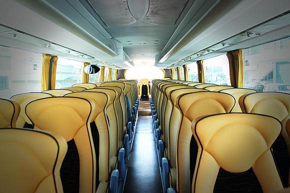 Ahorra en las vacaciones de verano viajando a los destinos más baratos de España en autobuses baratos