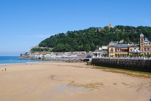 Viaja en autobuses baratos a una de estas cinco playas y vive unas vacaciones de verano 2017 inolvidables