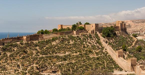 Viaja en autobuses baratos a Almería este mes de julio 2017 y visita la Alcazaba y la exposición de la Torre del Homenaje