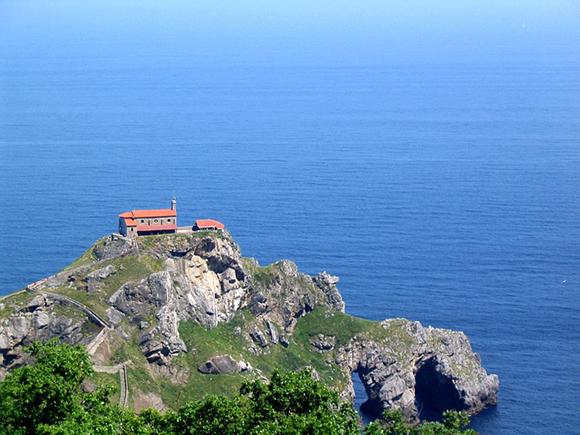 Este verano 2017 viaja en autobuses baratos a Vizcaya y visita la ermita de San Juan de Gaztelugatxe