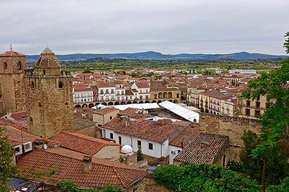 Haz un viaje barato en autobús a Trujillo en septiembre 2017, una de las ciudades más bonitas de España