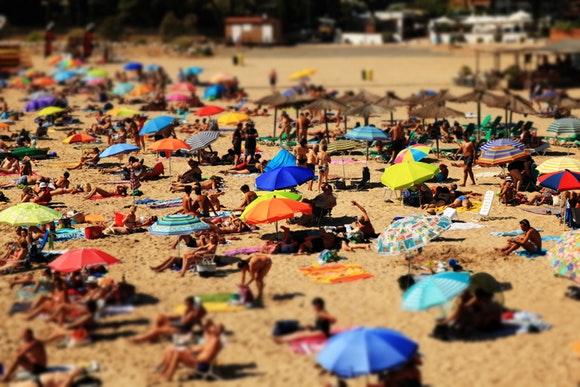 Viaja a las playas más baratas en agosto con las plazas de autobús más económicas
