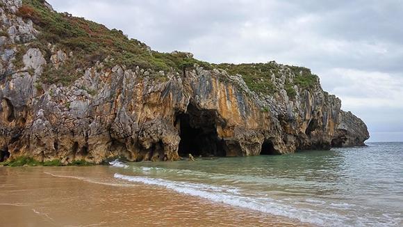 Playas de Asturias para visitar en autobuses baratos este mes de septiembre 2017