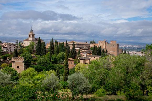 Este mes de septiembre 2017 viaja en autobuses baratos a Granada y visita la Torre de la Pólvora de la Alhambra